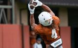 texas-wide-receiver-struggles-continue-in-preseason-camp
