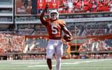 bijan-robinson-texas-football-star-running-back-receiving-nil-mentorship-earl-campbell-steve-sarkisi