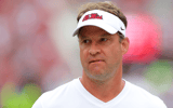 watch-golf-ball-hits-lane-kiffin-as-tennessee-fans-throw-trash-at-bench