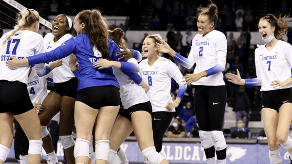 kentucky-volleyball-scrapes-by-arkansas-to-remain-undefeated-in-sec
