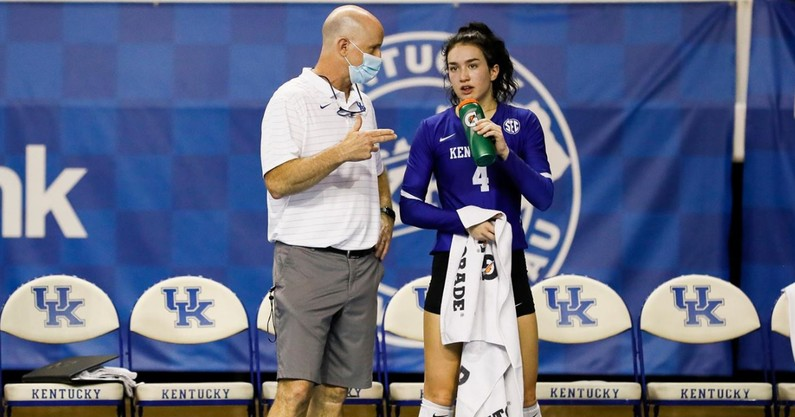 kentucky-volleyball-splits-four-sets-exhibition-match-against-wku