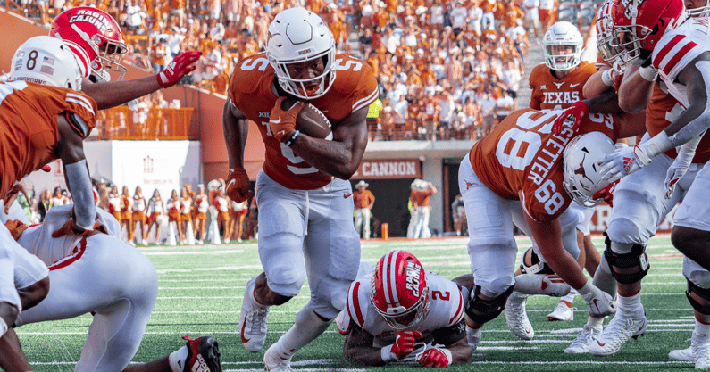 longhorns-answer-several-questions-in-38-18-season-opening-win