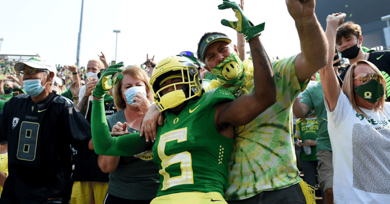 watch-oregon-ducks-running-back-cj-verdell-strikes-first-against-ohio-state-to-cap-off-99-yard-drive