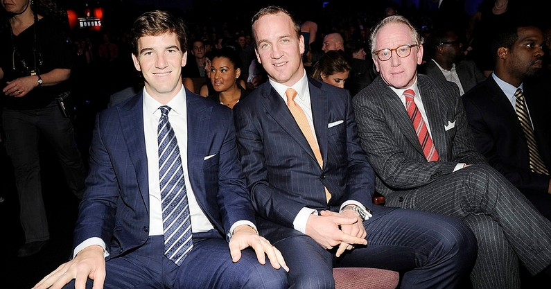 watch-eli-manning-continues-jokes-about-peyton-manning-forehead-monday-night-football