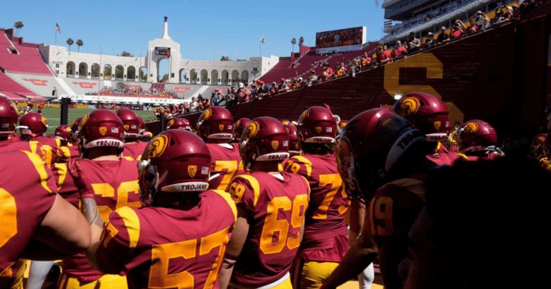USC Trojans huddle