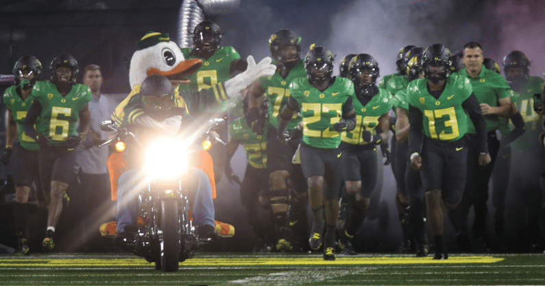 watch-oregon-ducks-releases-uniforms-ahead-of-stanford-cardinal-trip
