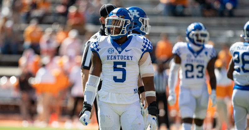 look-deandre-square-kentucky-wildcats-staff-member-make-peace-after-trucking-incident-tink
