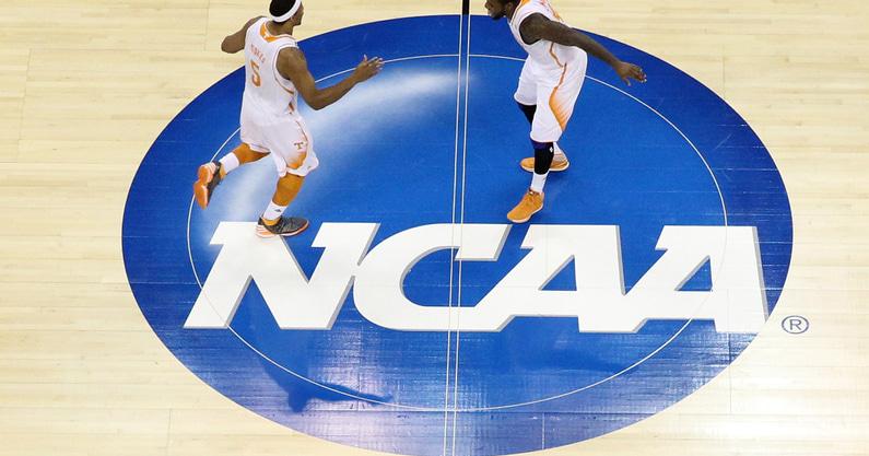 cbs-releases-preseason-top-25-ncaa-college-basketball-2021-2022-season