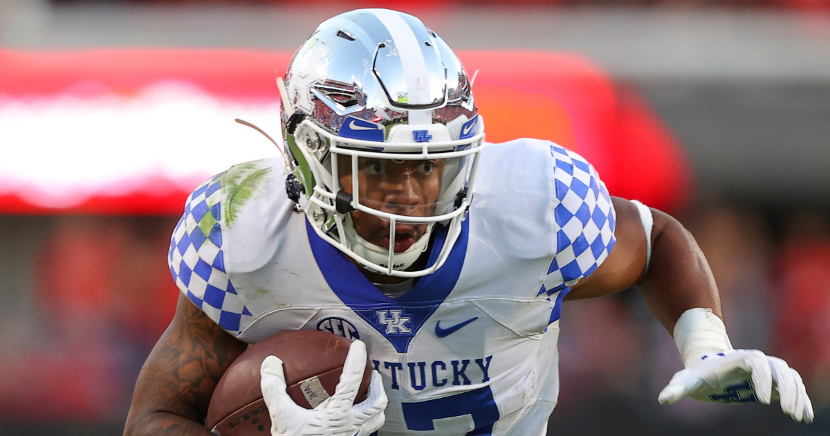 Kentucky Football moves down to No. 15 in new AP Poll rankings